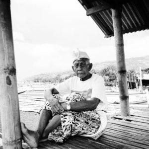 Vieil homme à Amed, Bali